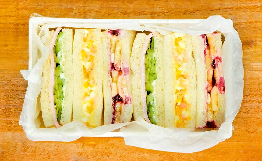 <span>味、色、三色</span> サンドイッチ弁当
