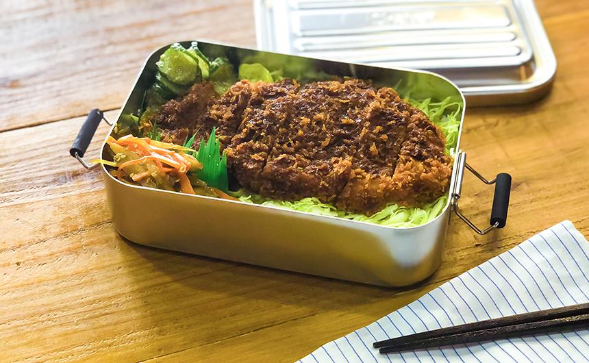 <span>勝負飯の代名詞</span>ソースカツ丼弁当