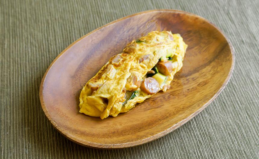 ズッキーニとソーセージのチーズオムレツ